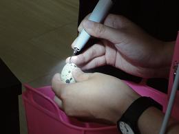 ウズラの卵を使っての研修 黒い部分を割ることなく削る 実習です